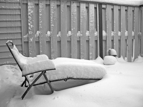 schnee-auf-dem-rasen